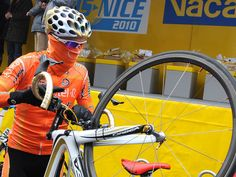 Euskaltel Euskadi Bandit the gold hoops on the fork is a give away