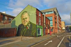 Photographs of building wall murals of Attenborough, Darwin and Brearley and Street Art from the centre of Sheffield Uk Landscapes, Sheffield England, South Yorkshire, Smart Art, Great Shots, Banksy, Landscape Photographers, Urban Art, Wall Murals