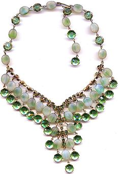 Vintage - 1920s flapper necklace sparkly green, collet set, pastes and poured glass, satin finish, givre beads from the height of flapper days­ or rather evenings for this one.