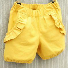 Lange bukser, nuttede bloomers eller seje shorts, tøsede flæser eller rene, klare snit. Du får muligheden for at variere det enkle grundmønster med grundige syvejledninger til hver eneste variant.
