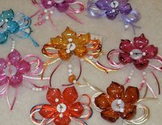 oooh, for gift wrapping! Plastic Bottle Flowers, Plastic Bottle Crafts, Glass Flowers, Recycle Plastic Bottles, Recycled Bottle Crafts, Recycled Art Projects, Crafts To Make, Diy Crafts, Diy Upcycling