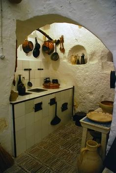 Curious Places: Cave dwellings (Sassi di Matera / Italy) Underground Living, Underground Homes, Castel Del Monte, Interior And Exterior, Interior Design, Natural Homes, Unusual Homes, Earth Homes, Japanese Interior