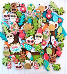 holidays in july Use this cookie decorating tutorial to learn how to make tropical summer Santa sugar cookies. Summer Christmas, Tropical Christmas, Southern Christmas, Christmas 2019, Christmas Trees, Santa Cookies, Christmas Sugar Cookies, Christmas In July Decorations, Christmas Desserts