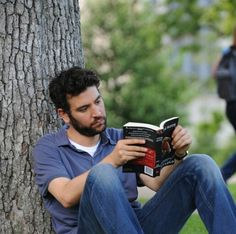 Josh Radnor reading in Liberal Arts. Ted Mosby, Movie Shots, Movie Tv, Great Love Quotes, Allison Janney, Himym, How I Met Your Mother, Cute Celebrities, My Poetry