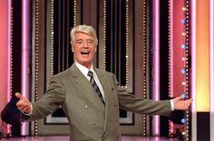 Rudi Carrell, bürgerlichRudolf Wijbrand Kesselaar(*19. Dezember1934inAlkmaar,Niederlande; †7. Juli2006inBremen), war ein niederländischerShowmaster. Der Sohn vonAndré Carrellhatte im niederländischen und deutschen Fernsehen Shows, darunter die bedeutendste Unterhaltungsshow der 1970er Jahre im deutschen FernsehenAm laufenden Band. Er lebte seit 1965 mit Unterbrechungen in Deutschland.