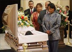 Coretta Scott King funeral - her children at her casket Black History Facts, Us History, Women In History, Black History Month, Martin Luther King, Martin King, Coretta Scott King, Civil Rights Leaders, Black Art Pictures