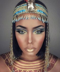 Halloween is almost here! It's the time to start thinking about your costume and makeup. We have found 45 pretty DIY Halloween makeup looks. Costume Halloween, Cool Halloween Makeup, Halloween Makeup Looks, Halloween Diy, Pretty Halloween, Cleopatra Halloween, Cleopatra Costume, Nefertiti Costume, Cleopatra Makeup