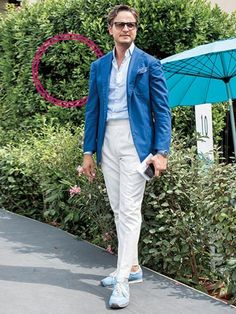 White chinos, lightblue shirt with a blue blazer and sneakers