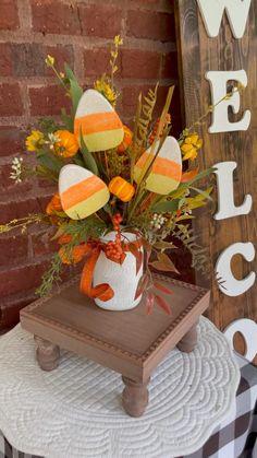 Halloween Clay, Halloween Wreaths, Halloween Displays, Outdoor Halloween, Diy Halloween Decorations, Thanksgiving Decorations, Fall Halloween, Halloween Crafts, Halloween Ideas