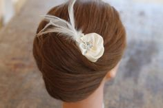 One of a kind bridal ivory satin feathers by lipsandpiecesbridal, €24.00