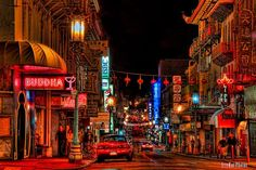 San Francisco offers many iconic landmarks, which make this city such a popular tourist destination. These are 15 of San Francisco's must see places. North Beach San Francisco, San Francisco At Night, Places In San Francisco, Living In San Francisco, San Francisco Chinatown, Lombard Street, Places To Travel, Places To See, Puente Golden Gate