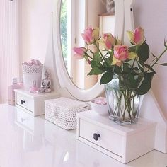 I really want to start having fresh flowers in my bedroom, so pretty and grown up haha