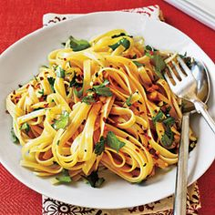 Budget Cooking: Feed 4 for $10 | Fettucine with Olive Oil, Garlic, and Red Pepper | CookingLight.com