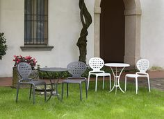 Outdoor metal table with ornamental perforations Rome by Scab