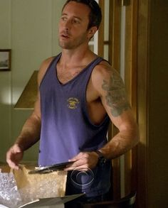 HOLY CRAP HE IS HOT! Alex O'Loughlin by Ronnette12, via Flickr...How hot is this!!!