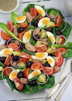 Salade Nicoise with Divine Dijon Dressing Summer Recipes, Great Recipes, Favorite Recipes, Healthy Salads, Healthy Eating, Healthy Recipes, Delicious Recipes, Plats Ramadan, Summer Salads