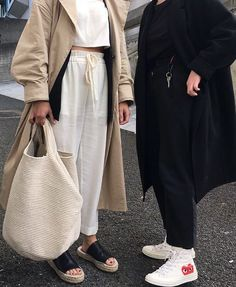 The Classy Issue Fashion Moda, Fashion 2018, Fashion Outfits, Womens Fashion, Smart Casual, Karl Lagerfeld, Movie Date Outfits, Moda Outfits, Look Street Style