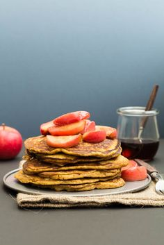 Wholemeal Pumpkin Pancakes Recipe with Spiced Apple Compote @ Recipes From A Pantry Fall Breakfast, Egg Recipes For Breakfast, Brunch Recipes, Wine Recipes, Great Recipes, Delicious Recipes, Favorite Recipes, Pumpkin Pancakes, Vegan Pancakes