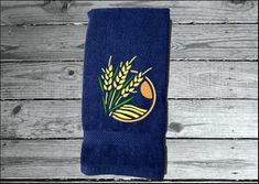 Luxury hand towel to go with farmhouse or country decor. Borgmanns Creations Hand Towels Bathroom, Kitchen Towels, Kitchen Decor, Country Living, Country Decor, Farmhouse Decor, Red Towels, Rustic Home Interiors, Decor Ideas