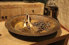 Oude metalen schaal | Taatje, Wonen in stijl