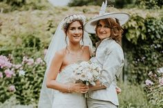 Mums are grabbing hold of the wedding mic more than ever at weddings - the experts at speechy have created a foolproof Mother of the bride speech guide...