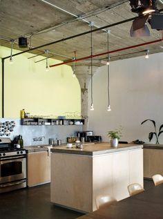 An inspirational loft in Bushwick, Brooklyn - Revedecor Loft Estilo Industrial, Industrial House, Industrial Chic, Industrial Design, Loft Kitchen, Kitchen Decor, Open Kitchen, Kitchen Counters, Birch Cabinets