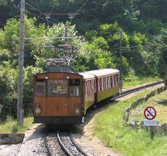 Petit train de la Rhune #train #paysbasque Excursion, Basque Country, Aquitaine, Trains, Travel Style, Touring, Beautiful Places, House Styles, Pictures