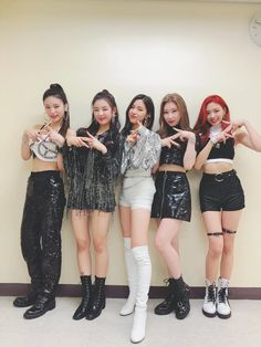 Find images and videos about kpop, JYP and itzy on We Heart It - the app to get lost in what you love. Kpop Girl Groups, Korean Girl Groups, Kpop Girls, New Girl, Your Girl, Rapper, Pretty Asian, Kpop Outfits, Stage Outfits