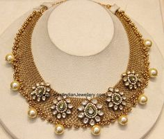 Broad gold mesh base necklace overlaid with kundan clasps. The flexible 22 carat lightweight gold necklace. Gold Temple Jewellery, Fancy Jewellery, Gold Rings Jewelry, Gold Jewellery Design, Bead Jewellery, Pearl Jewelry, Gold Necklace Simple, Gold Jewelry Simple, Bold Necklace