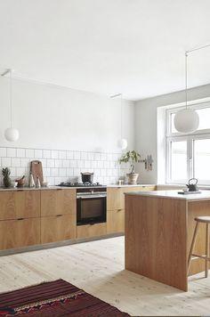 Basic Theme of Scandinavian Kitchen Decor Ideas - Home Decor & DIY Ideas Budget Kitchen Remodel, Kitchen On A Budget, Home Decor Kitchen, Kitchen Furniture, New Kitchen, Home Kitchens, Kitchen Ideas, Green Kitchen, Kitchen Remodeling