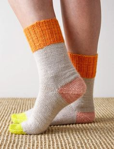 Discover recipes, home ideas, style inspiration and other ideas to try. Knitted Slippers, Wool Socks, Cotton Socks, Knitting Socks, Hand Knitting, Knitting Machine, Vintage Knitting, Purl Soho, Socks And Heels