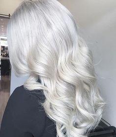 Ice Blonde Hair, Silver Blonde Hair, Bleach Blonde Hair, Platinum Blonde Hair, Silver White Hair, Long White Hair, Blonde Grise, Hair Shades, Braids For Long Hair