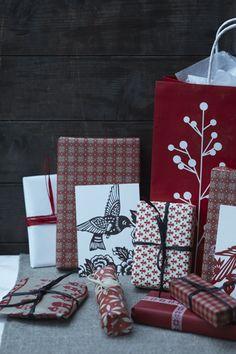 Ich liebe diese Geschäftigkeit ein paar Tage vor Heiligabend. Wir packen Geschenke ein, hören klassische Wei...