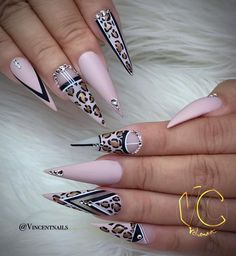 Stiletto nails are one of the shapes that many girls like. Long and pointed nails are suitable for anyone with bold ideas. We love this trendy look and have found some Trendy Stiletto Nail Art Designs. If you want beautiful, feminine nails, they are Dope Nails, Bling Nails, My Nails, Fabulous Nails, Gorgeous Nails, Pretty Nails, Acrylic Nail Designs, Nail Art Designs, Acrylic Nails