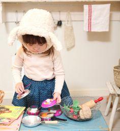 Cute, me recuerda a mi infancia jugando a a la cocinita :')