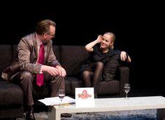 """Heute ist der """"Tag des Talkshowmoderators"""". Erfunden wurde die Talkshow in den 20er Jahren von der BBC. Heute überflutet das Format das deutsche Fernsehen. Es gibt kaum eine Uhrzeit, in der man ihr entgehen kann. Um so schöner, dass es auch anders geht. Wir haben mit einem Talkshowmoderator aus Münster gesprochen."""