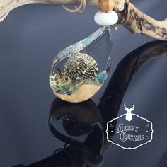 Ein persönlicher Favorit aus meinem Etsy-Shop https://www.etsy.com/de/listing/559882612/resin-wood-necklace-harz-holz