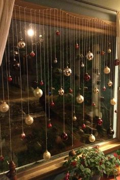 101 Christmas decorations easy and cheap - Christmas Crafts Christmas Window Decorations, Christmas Themes, Christmas Decorations Apartment Small Spaces, Christmas Decorations For The Home, Simple Christmas Crafts, Christmas Decorating Ideas, Christmas Crafts For Adults, Christmas Centerpieces, Christmas Tree Ideas For Small Spaces