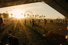 Coachella festival in Indio, CA. The same time as doing Coachella, it would be worth doing some backpacking round America. Maybe visit surrounding areas such as San Francisco and New York. A Girl can dream! Coachella Festival, Coachella 2012, Art Festival, Festival Outfits, Festival Fashion, Coachella Style, Festival Chic, Carnival Festival, Festivals