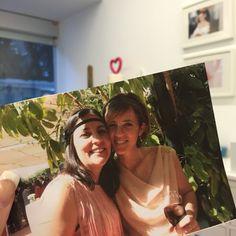 """En unos días se cumplirán dos años de esta foto, de la #bodaLOVE de J&MJ, hermano de Ara, una de nuestras #Lovers de hoy. Y allí, conocí a mi loquita Cris. Quien me iba a decir, que también confiarían en LOVE, para organizar su día más especial.  Ahora las tengo """"ennerviaítas"""" perdías por culpa del levante...jajaja que parece que se ha autoinvitado a la boda.  Hoy va a ser un gran día. Lo sé.  Próxima Parada: #LABODALOVEDEAyC ¡Feliz Sábado!  Ali LOVE #love #amor #happy #handmade #wedding"""