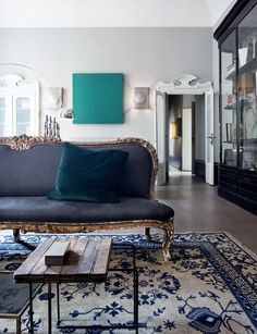 Love that black sofa