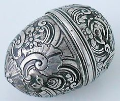 Silver egg-shaped Nutmeg grater with Rococo engraving