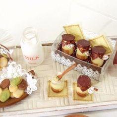 shibazukeparipariのミニチュア。過去作。 1/12サイズ ミニチュア プリンなどのセット。樹脂粘土、レジン等で制作。 #ミニチュア #食品サンプル #フェイクフード #フェイクスイーツ #プリン #スイーツ #ハンドメイド #ドール #粘土 #レジン #clay #miniature #fakefood #sweet #resin #flan #fake #food #doll