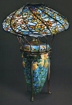 Lampara de mesa de mariposas amarillas Louis Comfort Tiffany