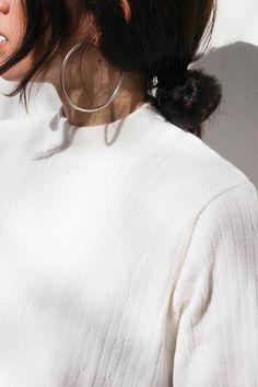 SOLID Mini Hammered Teardrop Hoops in Gold, gold hoop earrings, hammered hoop earrings, thin gold hoop earrings, small hoops - Fine Jewelry Ideas Hoop Earrings Outfit, Gold Bar Earrings, Emerald Earrings, Crystal Earrings, Sterling Silver Earrings, Silver Jewelry, Silver Rings, Silver Necklaces, Diamond Jewelry