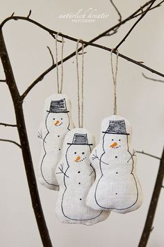 Really like this idea - nice way to keep kids drawings and make a nostalgic homemade Christmas ornament at the same time. Christmas Sewing, Christmas Mood, Christmas Makes, Christmas Crafts For Kids, Homemade Christmas, Christmas Projects, Holiday Crafts, Holiday Ornaments, Christmas Decorations