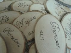 These name placeholders could double up as great wedding favours – perfect for rustic weddings or themed parties. Wedding Favours To Keep, Handmade Wedding Favours, Wooden Log Slices, Party Themes, Themed Parties, Christmas Decorations, Table Decorations, Place Names, How To Find Out