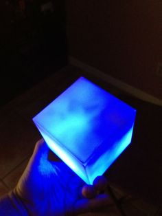 Build a Tesseract, Cosmic Cube, A must for any Avengers Costume! Picture Heavy.