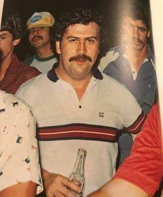 Pablo Emilio Escobar, Don Pablo Escobar, Pablo Escobar Pictures, Narcos Pablo, Macho Alfa, Mafia Gangster, Stoner Art, Bad Girl Aesthetic, Historical Pictures