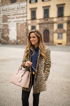 Chambray & leopard on Gal Meets Glam Cold Weather Outfits, Casual Winter Outfits, Holiday Outfits, Autumn Outfits, Jessica Parker, Gal Meets Glam, Ootd, Vegan Fashion, Autumn Winter Fashion